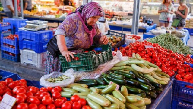 Зеленский призвал Кабмин открыть продуктовые рынки