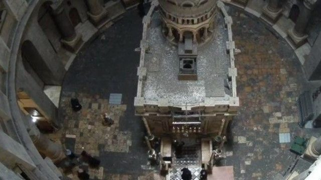 В Иерусалиме состоялась церемония зажжения благодатного огня