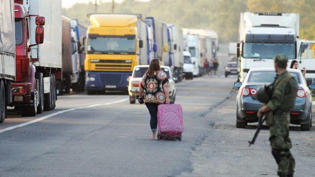В Украину из Польши пешком пришли почти 3 тыс. человек