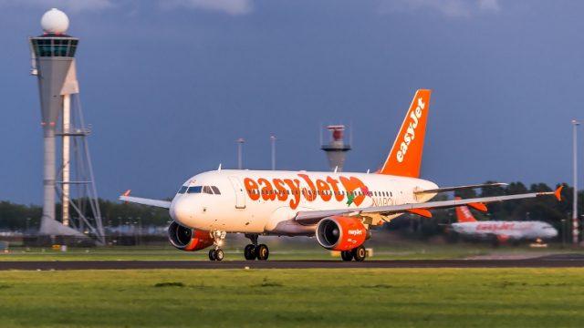 EasyJet возобновит полеты