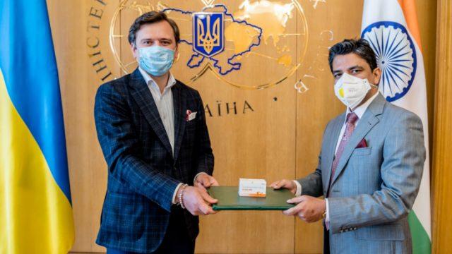 Индия передала Украине партию противовирусных препаратов
