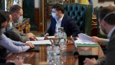 14 областей уже полностью выплатили медикам надбавки за март, - совещание у Зеленского