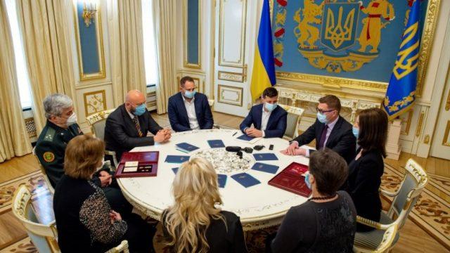 Президент встретился с семьями погибших Героев Украины
