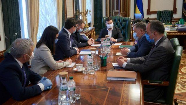 Президент провел совещание по привлечению инвестиций