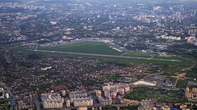 Руководство аэропорта «Киев» вынуждено сократить половину своего персонала