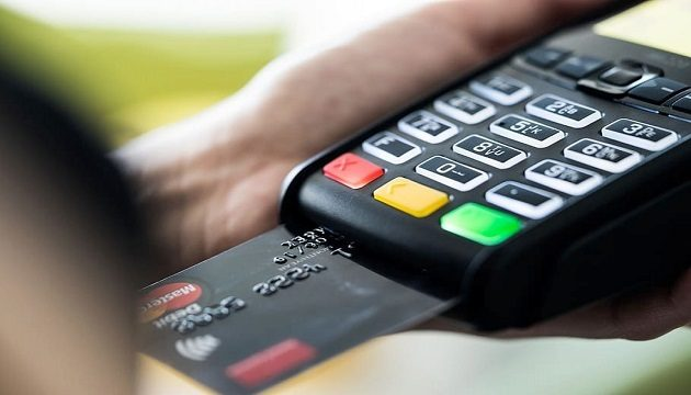 ПриватБанк запускает функцию снятия наличных в магазинах и АЗС