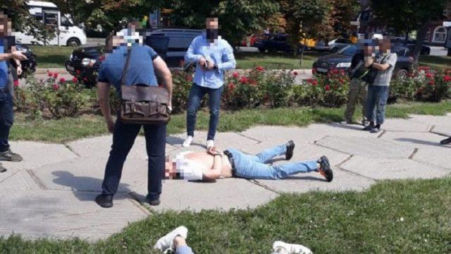 В Полтаве следователь ГБР и полицейский попались на взятке