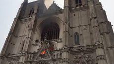 Во французском Нанте горит собор XV века