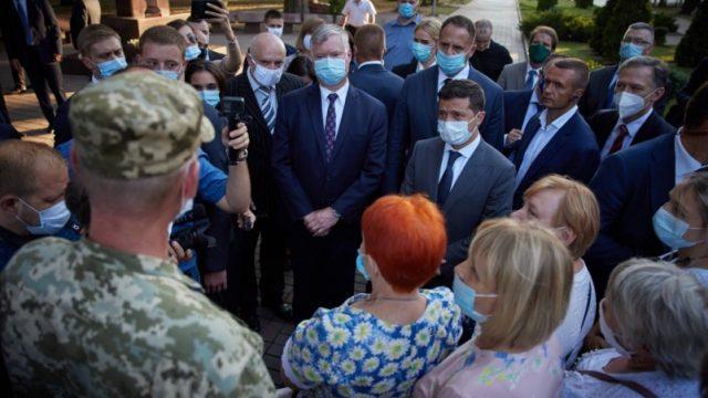 Президент встретился с ветеранами АТО/ООС и матерями погибших украинских защитников