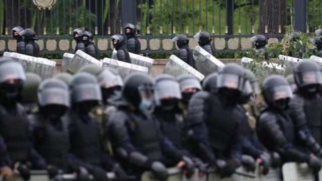На акциях протеста в Беларуси в воскресенье задержаны свыше 400 человек
