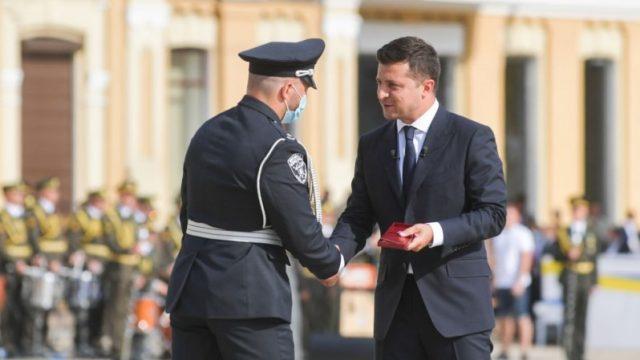 Зеленский присвоил звание Героя Украины трем гражданам