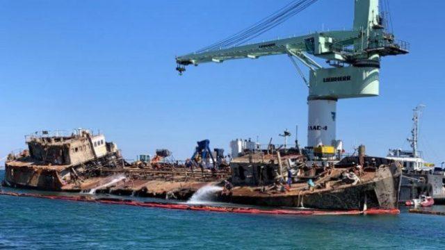 Озвучена сумма ущерба от утечек нефти с танкера Delfi
