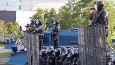 В Минске начали строить баррикады
