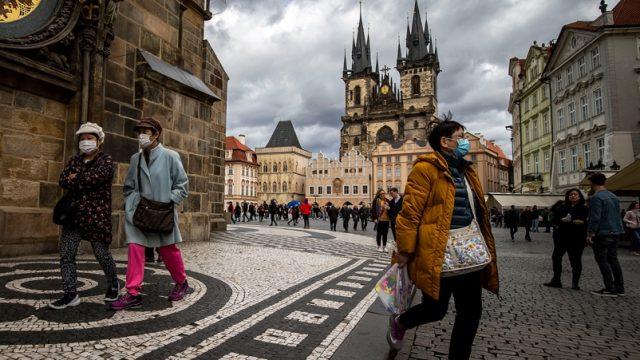 В Чехии выявили рекордное число зараженных COVID-19 за сутки