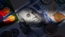 Украинцы этим летом сократили карточные транзакции за рубежом