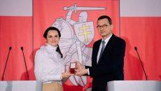 Премьер Польши вручил Тихановской ключи от нового белорусского центра