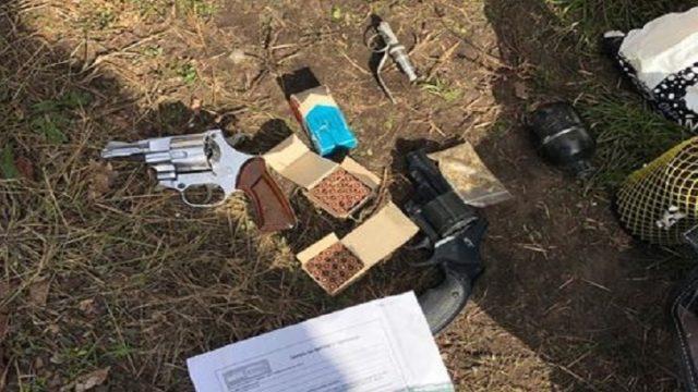Взрыв на Позняках: в доме обнаружили пистолеты и боеприпасы