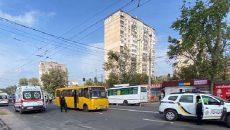 В Киеве произошло ДТП, маршрутка сбила трех людей