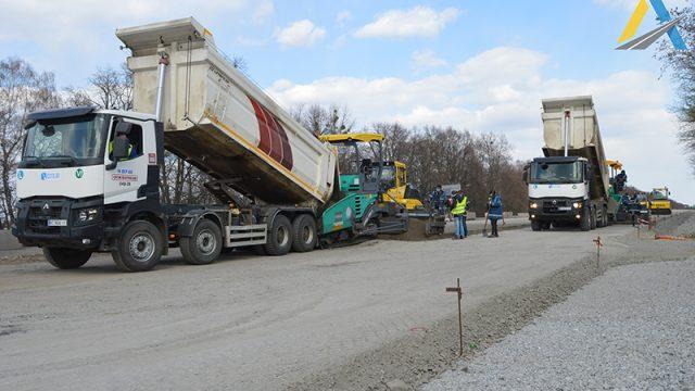 Ответ Укравтодора подтверждает информацию Hubs о манипуляциях со щебнем на реконструкции международной дороги М-03 – документы