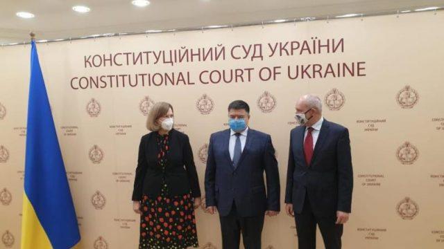 Представители ЕС и США встретились с главой КС Украины