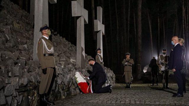 Дуда почтил память жертв Катыни в Быковне
