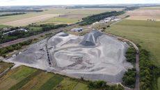 Строители наращивают объемы использования лещадного кварцитового щебня для реконструкции автомагистрали M-03