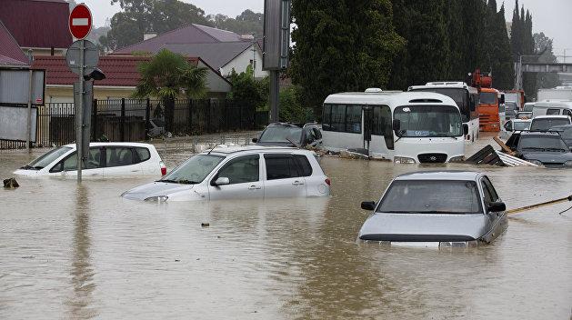 Президент пообещал компенсации всем пострадавшим от наводнения в Черновицкой области
