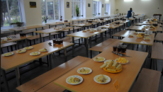 Школьникам запретят продавать сосиски и газировку