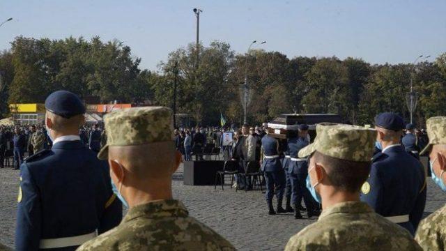 В Харькове попрощались с погибшими в катастрофе Ан-26 (ВИДЕО)