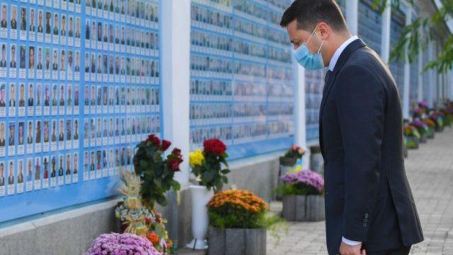Президент почтил память воинов, погибших за независимость Украины