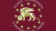 Венецианская комиссия обнародует два срочных заключения по запросу Зеленского в отношении КС