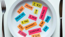 Эксперты представили десятку самых вредных пищевых добавок - видео