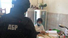 ГБР разоблачило врача, которая требовала взятку от участника АТО