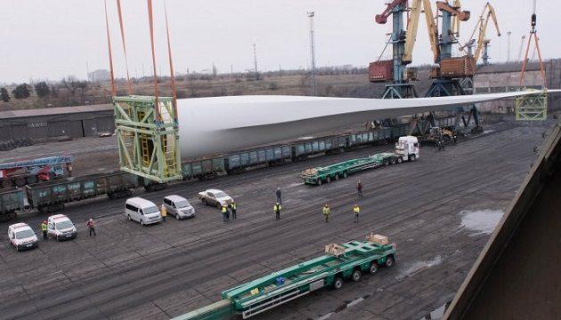Морпорт Южный принял судно с лопастями ветрогенераторов