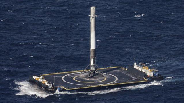Многоразовая ступень ракеты-носителя Falcon 9 совершила успешную посадку