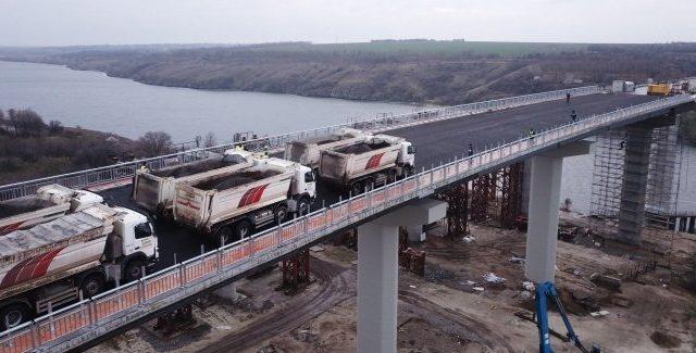 В Запорожье открыто движение по Балочному мосту