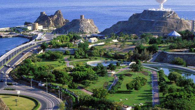 Оман открывает границы