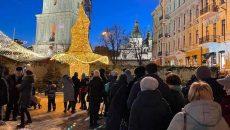 Шляпу с центральной елки в Киеве вернули на Софийскую площадь