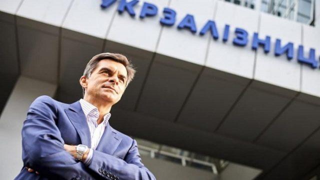 Глава «Укрзализныци» пожаловался на зарплату