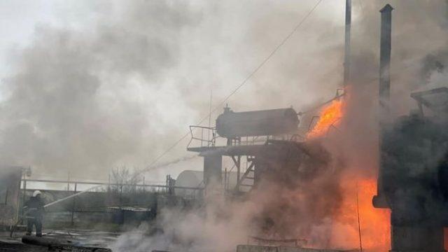 На Николавщине горит нефтебаза