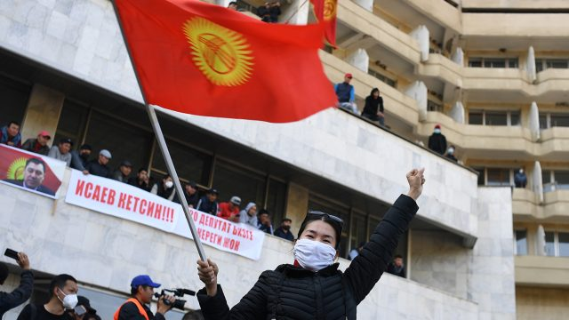 Более 80% избирателей Киргизии поддержали президентскую форму правления