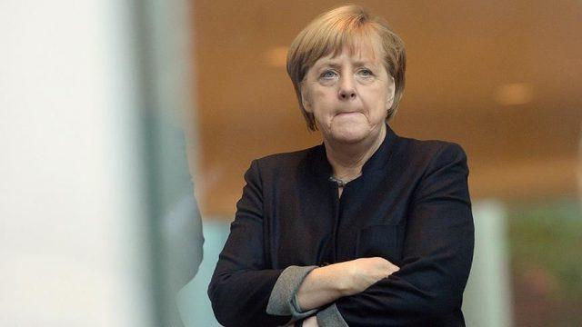 Партия Меркель провалила местные выборы в Германии