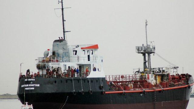 Освобожденные украинские моряки возвращаются на родину из Ливии