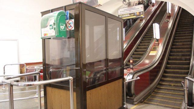 В столичном метро установили первые дефибрилляторы