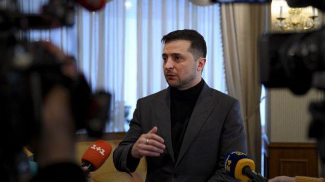 Зеленский настаивает на возобновлении проведения конкурсов на госслужбу