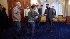 Зеленский встретился с украинскими моряками с судна Stevia