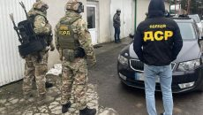 На Закарпатье группа таможенников занималась нелегальной растаможкой авто