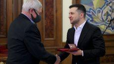 Зеленский наградил украинских полярников