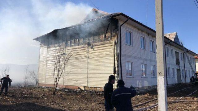 На Закарпатье масштабный пожар в новом жилом комплексе