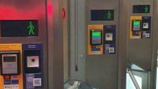 В Киеве на станции метро «Почайна» установили новые турникеты